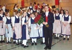 Rote Rosen vom Orchester für den Dirigenten