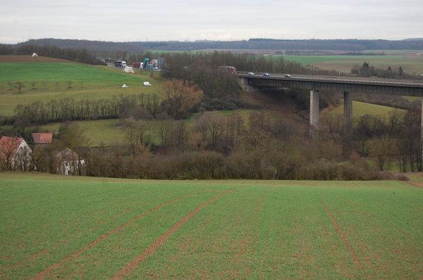 Autobahnbrücke Bild 2